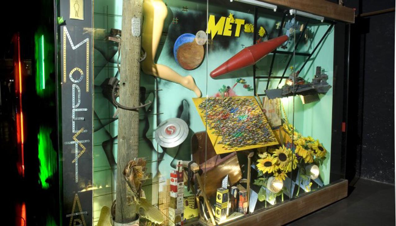 Musée International des Arts Modestes, vitrines de Bernard Belluc