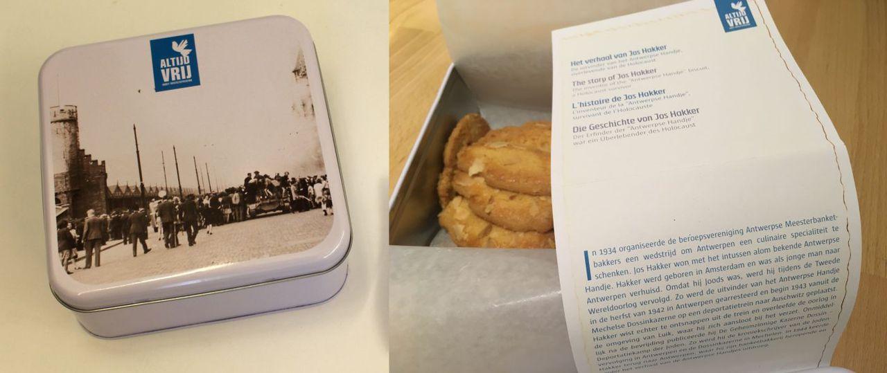 Foto: Bevrijdingseditie van de Antwerpse Handjes doos, met het levensverhaal van Jos Hakker in vier talen