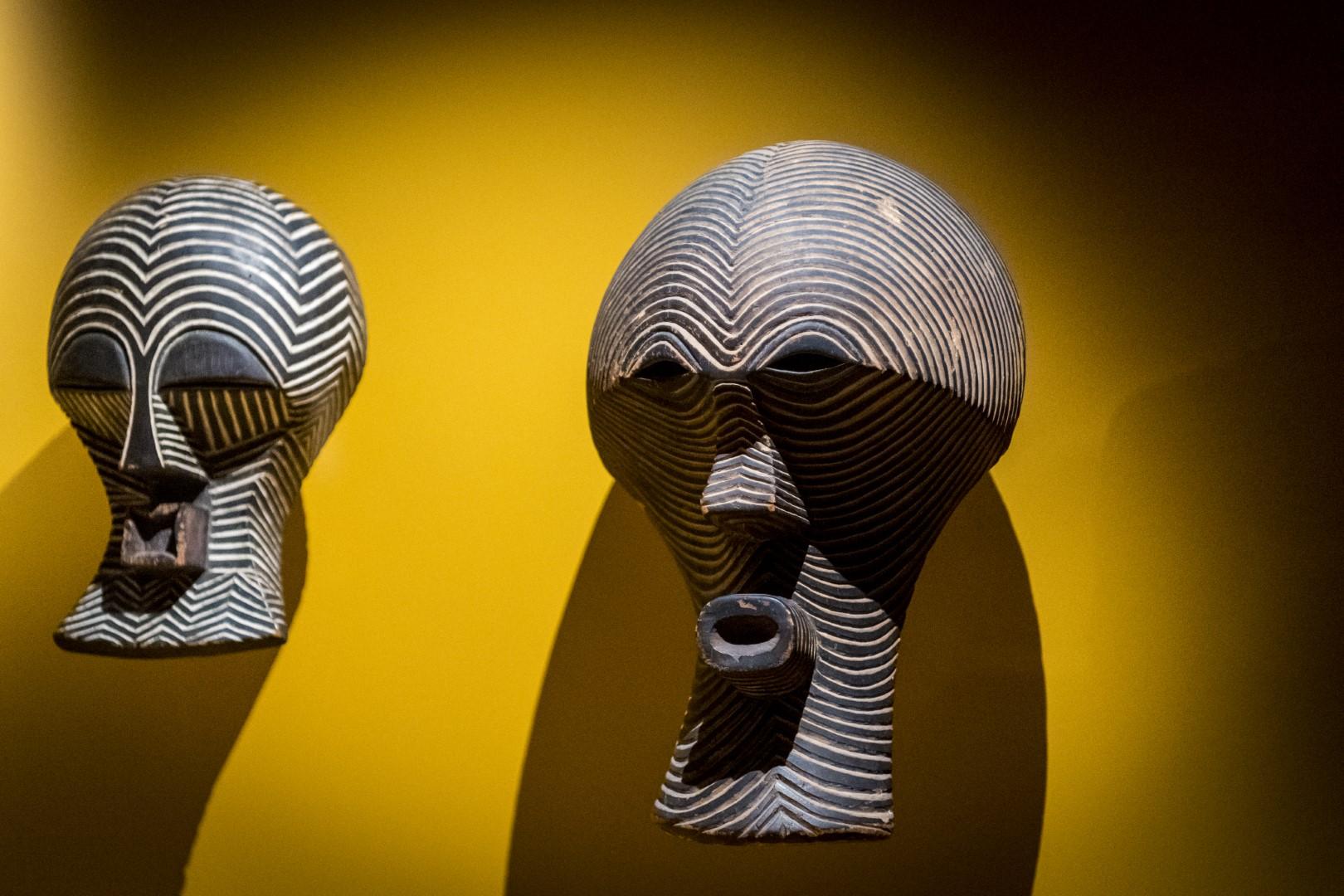 2 blikvangers in de expo 100 x Congo